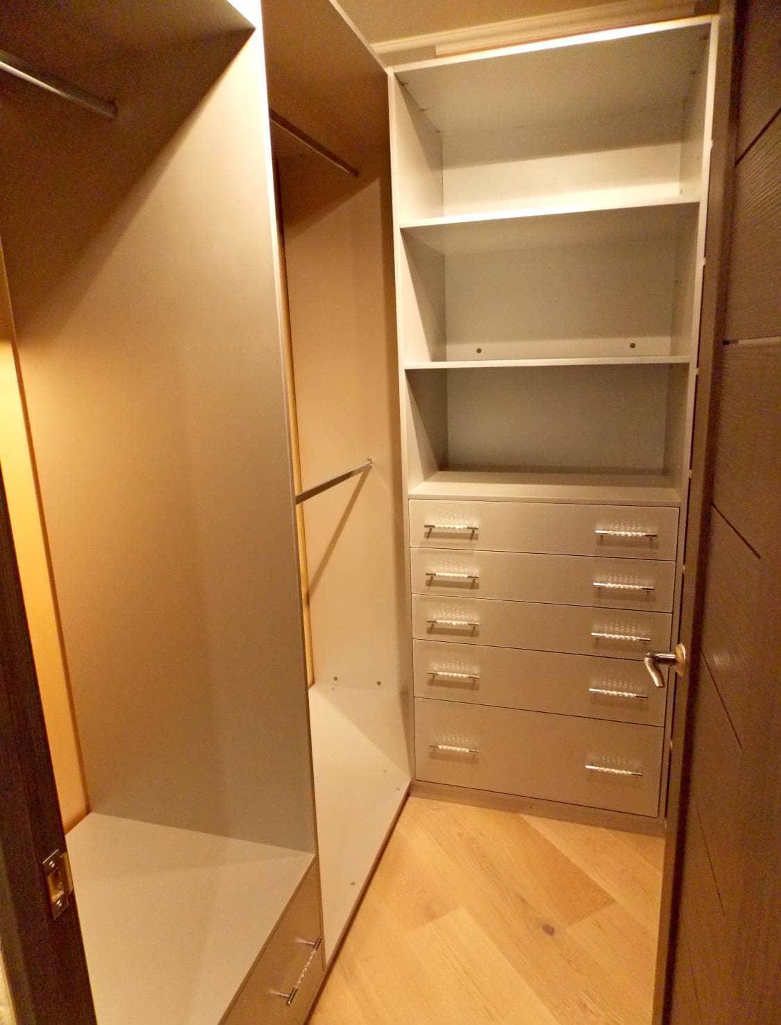 Компактная гардеробная комната на заказ по выгодным ценам.